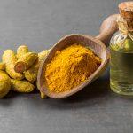 masaje con aceite esencial de curcuma en castelldefels