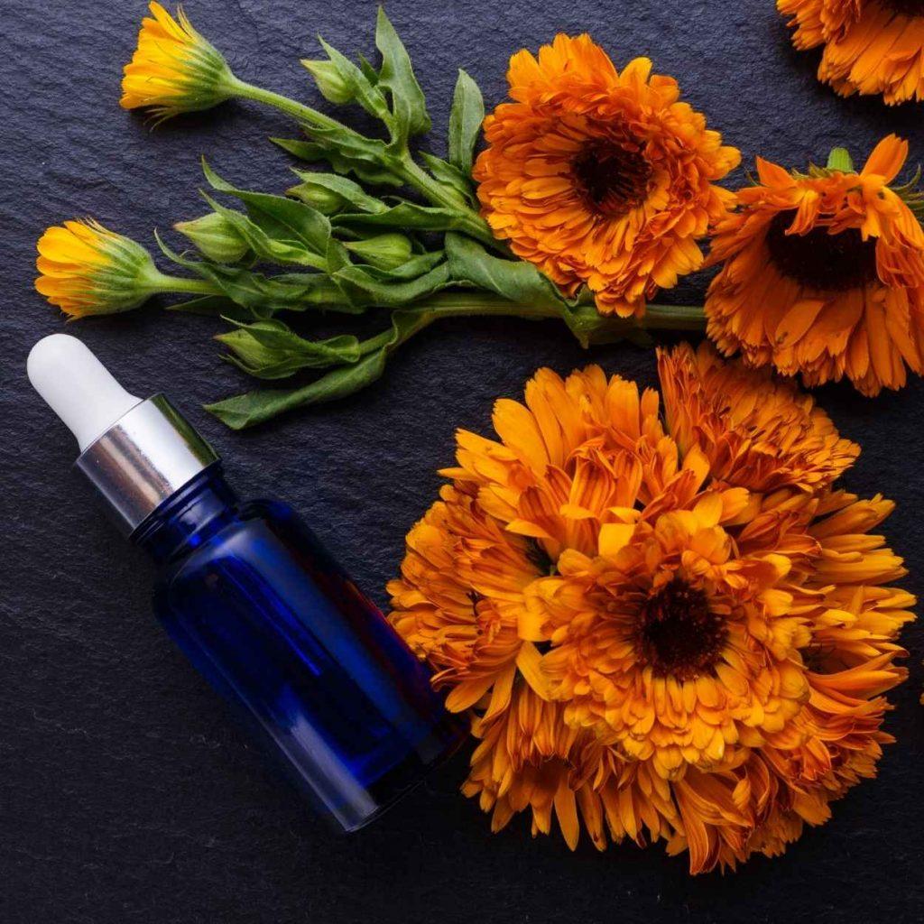 masaje con aceite esencial de calendula en castelldefels
