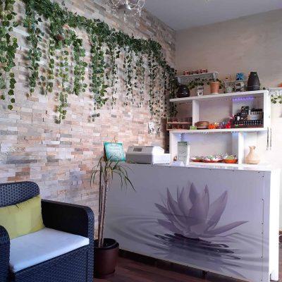 mostrador centro de masajes en castelldefels